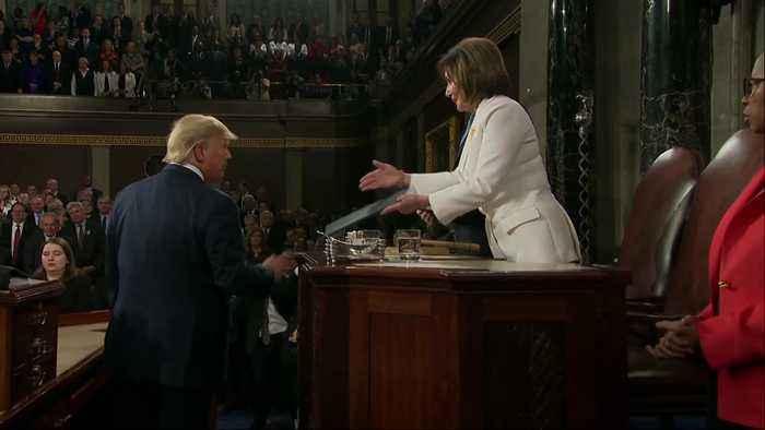 Donald Trump appears to ignore Nancy Pelosi's handshake