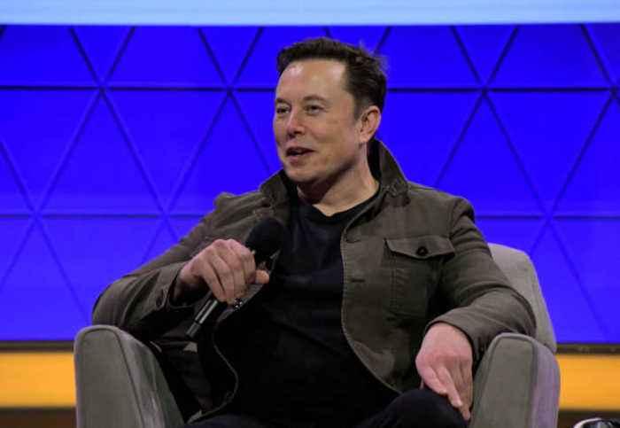 Elon Musk Tweets #DeleteFacebook