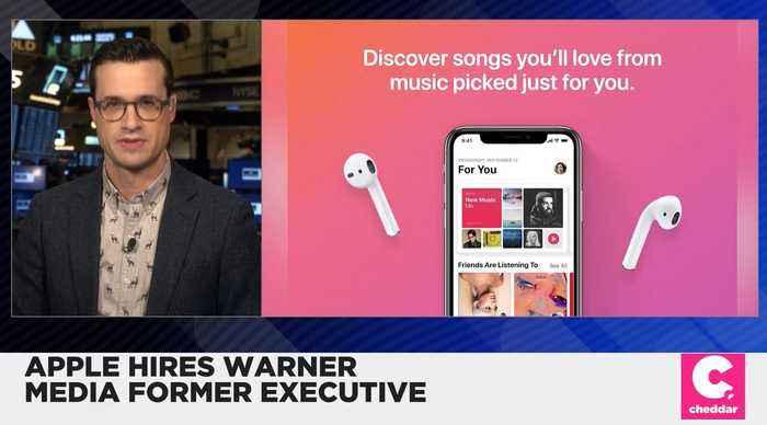 Apple Hires Warner Music Former Executive