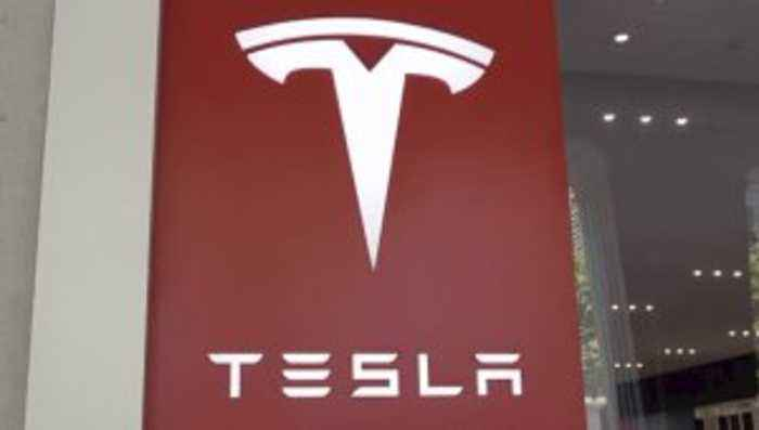 Tesla's Stock Fluctuates After Offering $2B-Worth of Shares