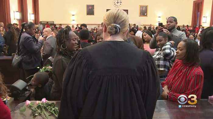 Philadelphia's City Hall Celebrates Valentine's Day By Marrying 50 Couples In One Hour