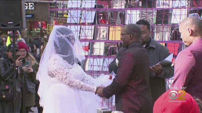 Times Square Hosting Valentine's Day Weddings, Proposals
