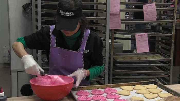 Baesler's prepares Valentine's Day items for food lovers