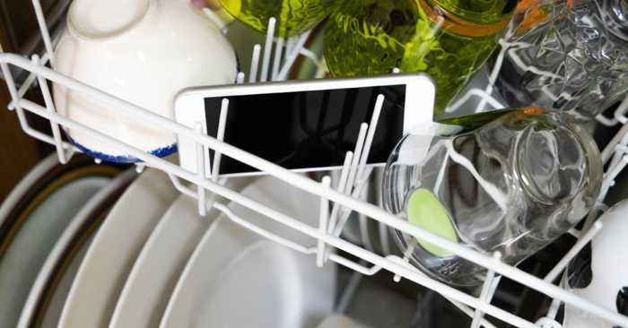 This Is The Best Way To Clean Your Mobile Phone