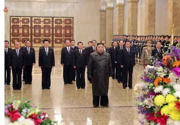 Kim Jong Un makes his first public appearance in weeks