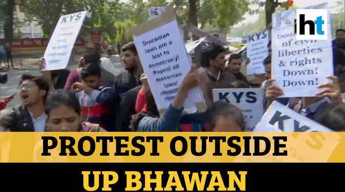 Jamia students detained outside UP Bhawan demanding Dr Kafeel Khan's release