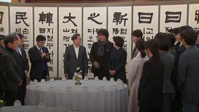 Parasite director and cast meet South Korea's president