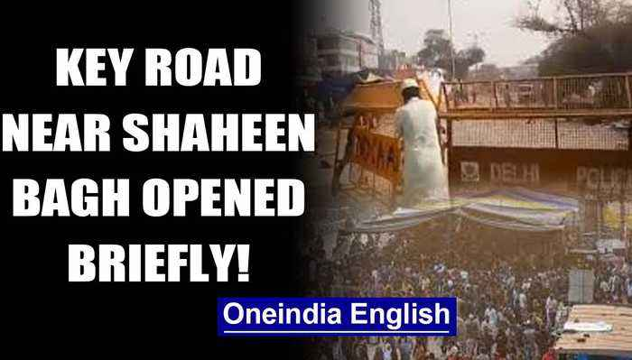 Shaheen Bagh: UP Police reopens Noida-Delhi road shut due to anti-CAA protests briefly|Oneindia News
