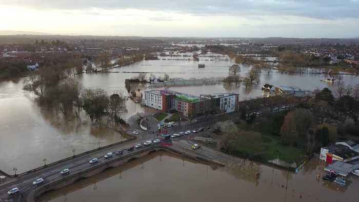 Residents in Shrewsbury battle against worst floods in 20 years