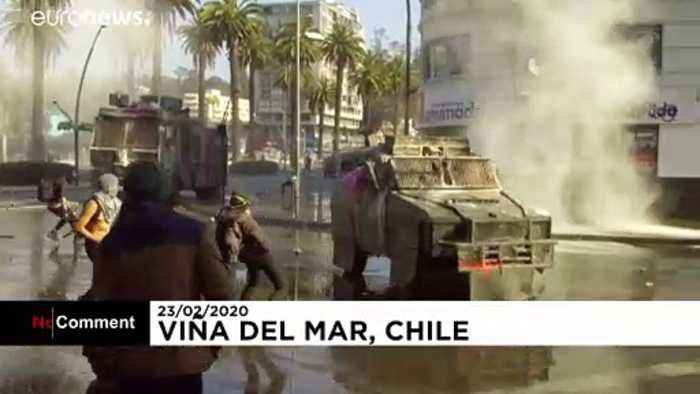 Chile protesters face off against police at Viña del Mar festival