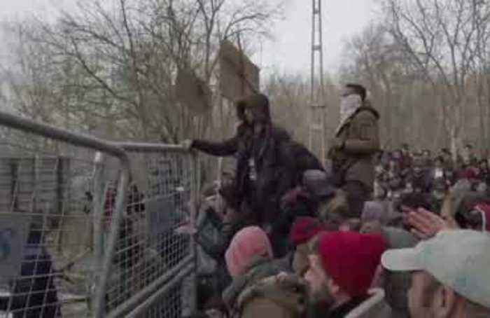 Greece blocks 35,000 attempting to cross border