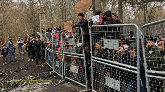 Turkish police bolster Greek border to stop migrants' return