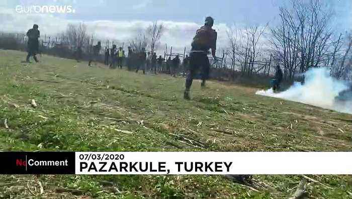 Teargas and water cannons fired at migrants on Turkey-Greece border