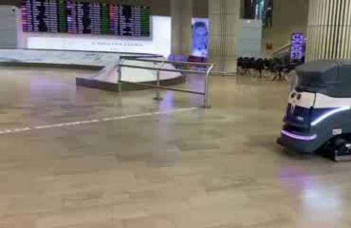 Passengers entering Israel prepare for 14-day self-quarantine
