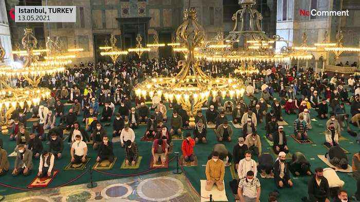Turks pray at Hagia Sophia for the end of Ramadan and express solidarity with Palestinians