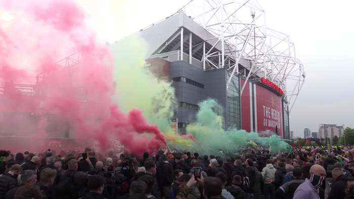 Hundreds of fans in anti-Glazer protest at Old Trafford