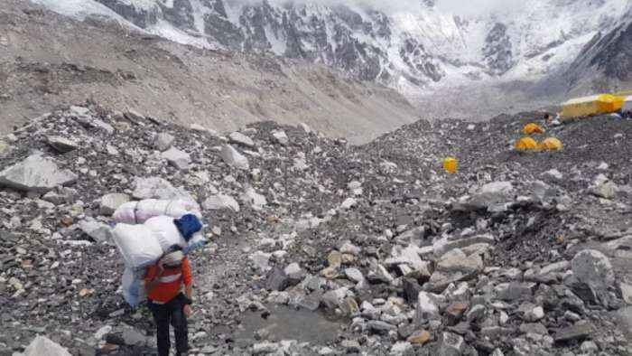 Oxygen crisis unfolds as climbers chase Everest dreams