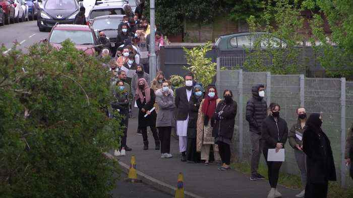 Bolton residents queue for mobile vaccination centre following Indian variant spike