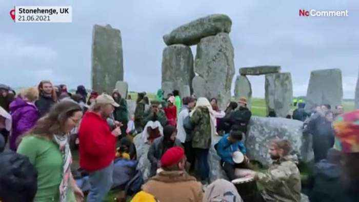 Revellers ignore order not to celebrate solstice at Stonehenge