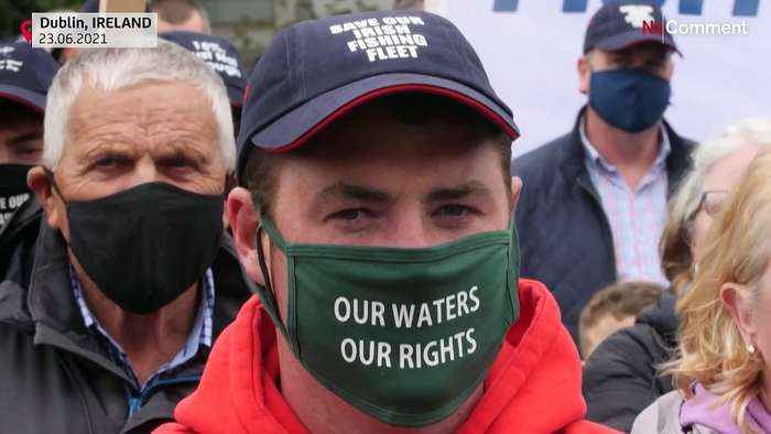 Fishing flotilla sails to Irish parliament in protest of post-Brexit quotas