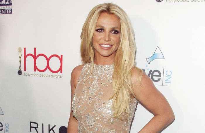 Britney Spears s'excuse d'avoir fait semblant d'aller bien