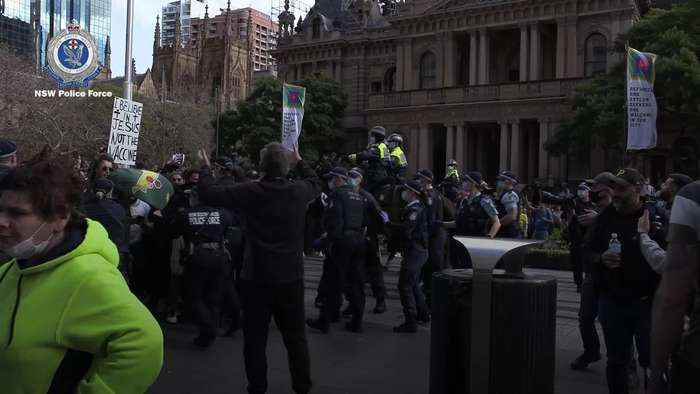 Anti-lockdown protesters clash with police in Sydney