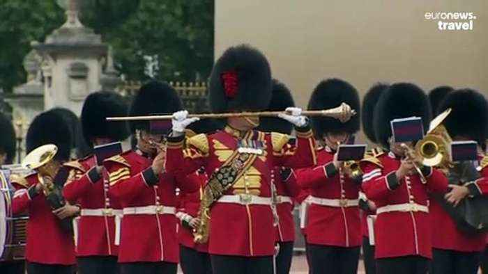 Changing of the Guards returns to Buckingham Palace after more than a year