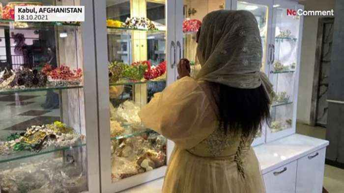 Afghanistan: A beauty salon becomes a refuge for women in Kabul.