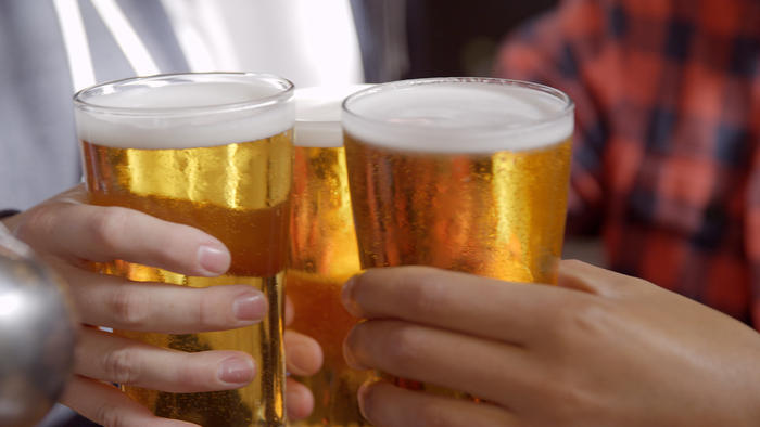 the drinking age in the us should be lowered to eighteen years of age Of course, they should be able to drink at age 18, and they should be able to  to drum up support for lowering the drinking age from 21 to 18 years old  mothers against drunk driving, the american medical association, the.