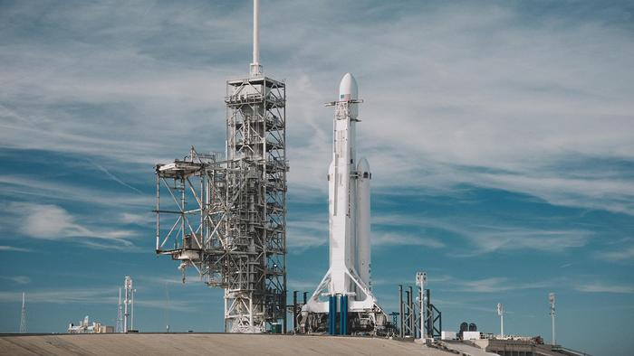 SpaceX Falcon Heavy Launch - One News Page VIDEO