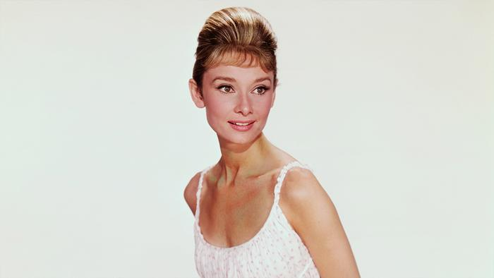 a brief history of audrey hepburn the hollywood star Audrey hepburn is one of the most beloved actresses of all time she rose to prominence in classic romantic comedies, imbuing films like sabrina, funny face, and roman holiday with a unique charm these rare audrey hepburn photos give you a glimpse into her life and career.