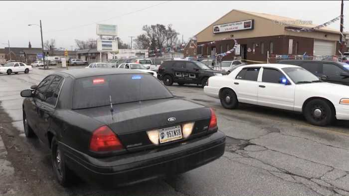 News video: Customer Fatally Shoots Robbery Suspect at Indiana Used Car Lot