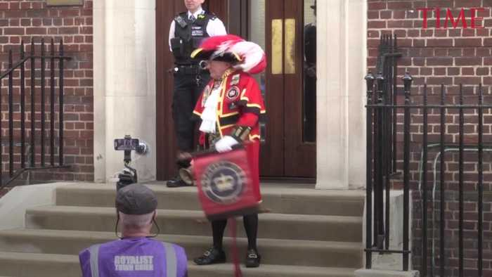 News video: The Unofficial Town Crier Announces Birth of Royal Baby No. 3