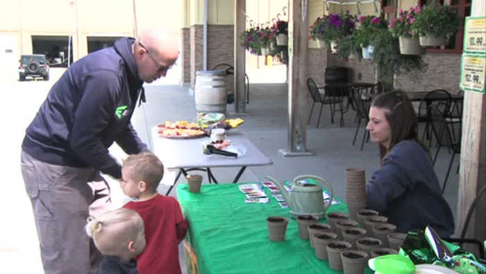 News video: Fresh Thyme celebrates Earth Day with community