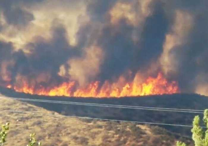 Firefighters Battle Fast-Growing Charlie Fire in Southern California