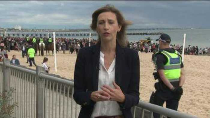 Royal tour goes to Melbourne for beach clean