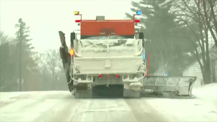 Winter storm disturbs travel as it rolls toward U.S. Midwest, Northeast
