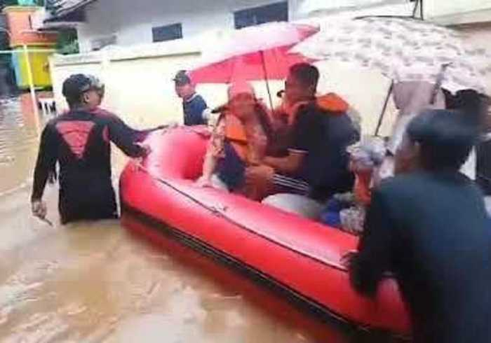 Residents Evacuated as Death Toll Climbs During Indonesian Floods