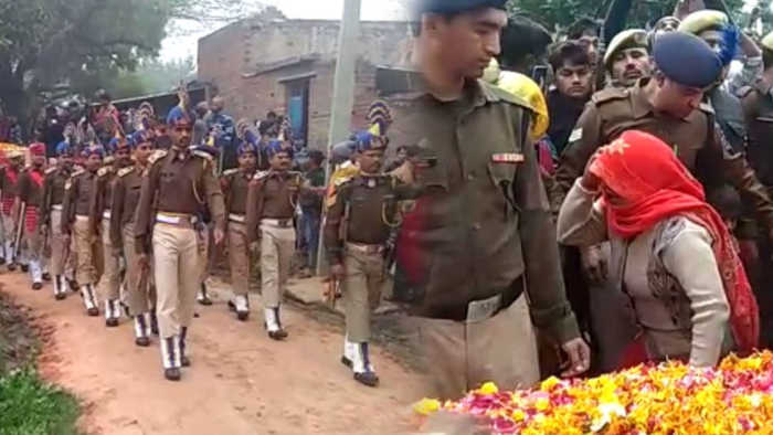 Pulwama : Slain Soldier Ramvakil's family mourns at his last rites | Oneindia News