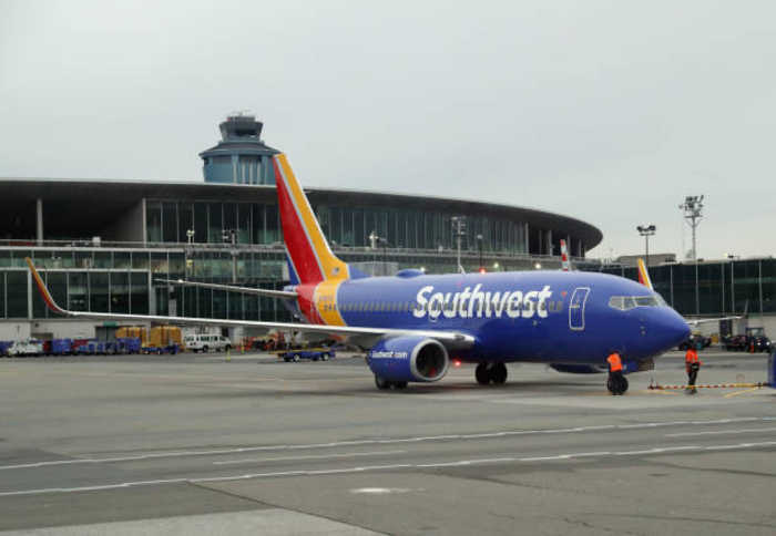 Southwest Airlines Hit With Mechanical and Baggage Issues