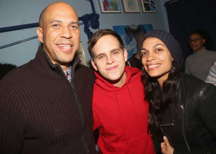 2020 Candidate Corey Booker Is Dating Rosario Dawson
