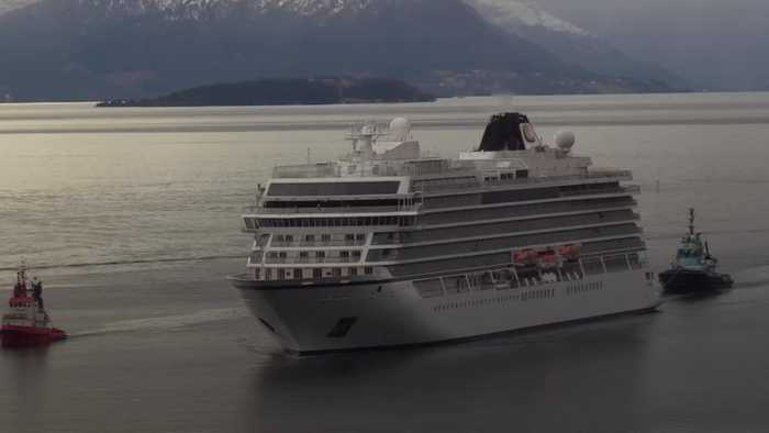 Norway cruise ship docks safely at port