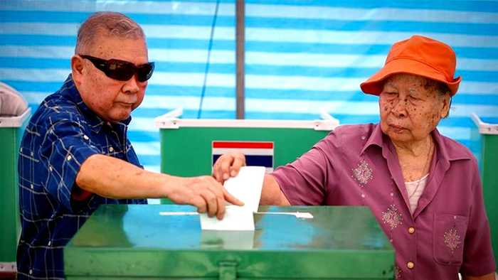 Thailand parties manoeuvre for position amid election confusion