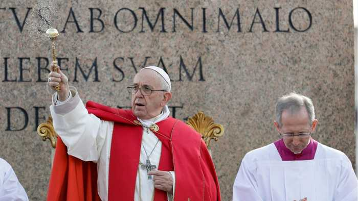 Pope Francis Thanks Notre-Dame Firefighters, Offers Restoration Know-How