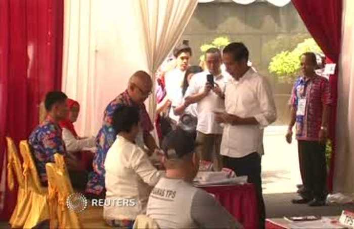 Indonesian candidates cast votes in election