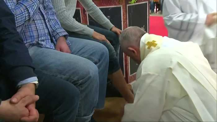 Pope washes and kisses feet of prisoners at Holy Thursday service
