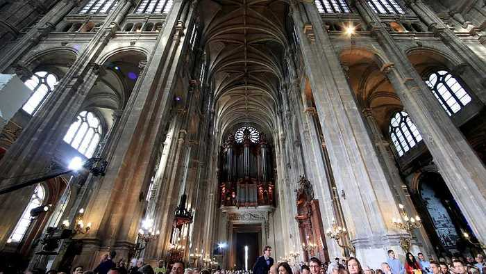 Paris prays for Notre-Dame's speedy restoration at Easter mass