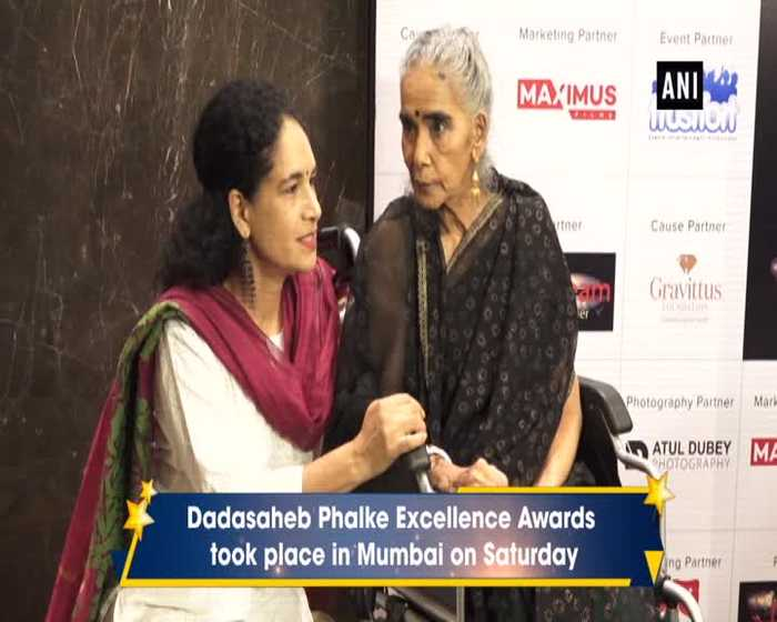 Dadasaheb Phalke Excellence Awards Kajol Jhanvi Ishaan attend the gala