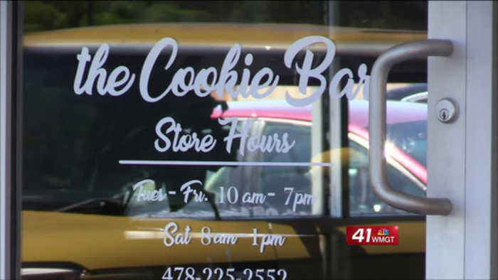 """Two sisters open """"Cookie Bar"""" business in Warner Robins to help others"""