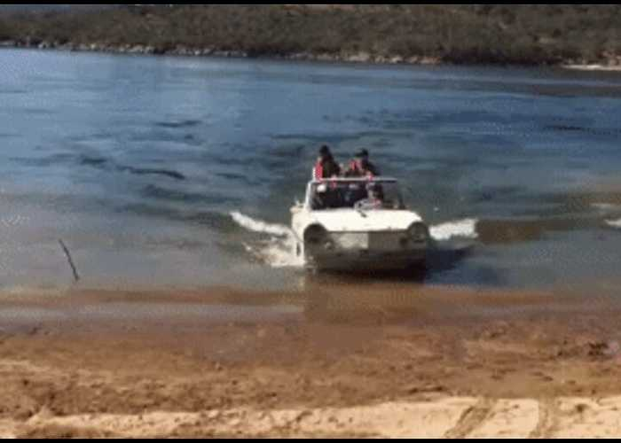Tweeter Calls Out PM After Welcoming 'Boat People' in Amphibious Car Ashore at Lake Jindabyne